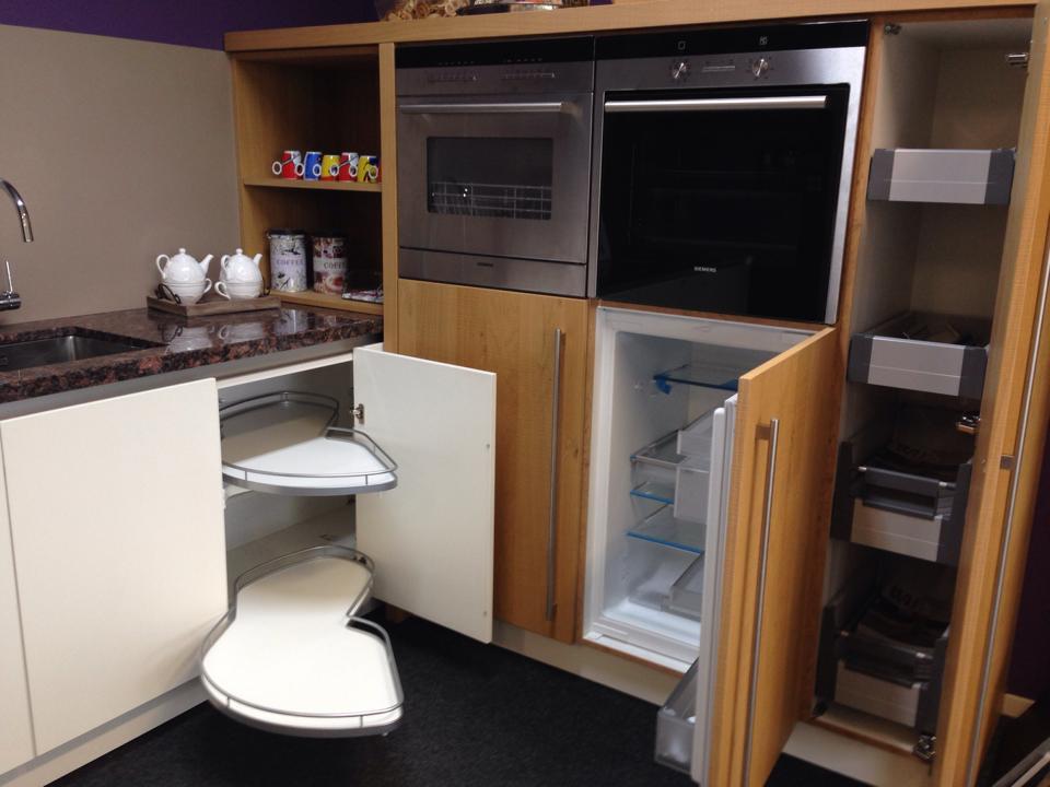 Keuken Emmeloord  Showroommodel (50% korting) Luxe Hoekkeuken van € ...
