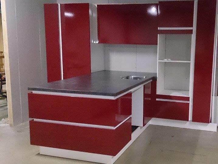 Keuken Met Schiereiland : Keuken Emmeloord Outlet keuken: Schiereiland keuken bordeaux rood. 3