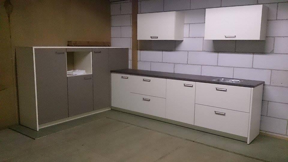 Keuken emmeloord outlet keuken hoekkeuken met halfhoge kasten meter x meter - En ingerichte keuken americaine ...